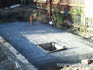 Заливка верхней плиты сливной ямы