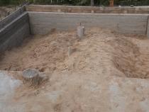 Засыпка песком внутренней части фундамента