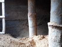 Поддерживающие столбы в подвале