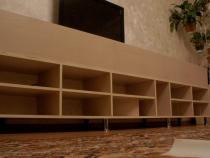 Регулировка ножек корпусной мебели для гостиной
