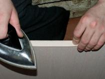 Наклейка меламиновой кромочной ленты