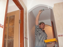 Покраска потолка и арок