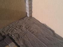 Укладка тротуарной плитки по веревке