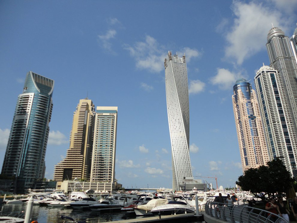 В Дубаи открылся самый высокий жилой дом в виде спирали Infinity Tower