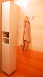 Сборка шкаф-пенала для ванной своими руками