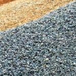 Щебень или гравий – тема данной статьи, в рамках которой мы рассмотрим нюансы и особенности обозначенных строительных материалов.