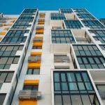 Расположение окон имеет огромное значение для оценки здания с точки зрения эстетики. Таким образом мы продолжаем серию материалов про окна из поливинилхлорида.