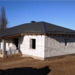 Правила работы с газобетонными стенами - наша тема сегодня. В строительстве обычно используют газобетонные блоки, а не кирпичи.